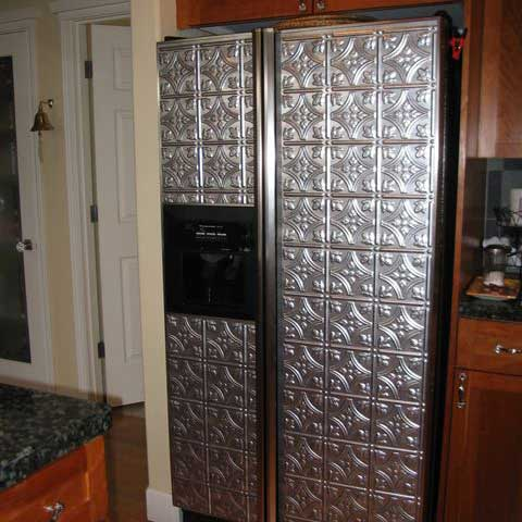 Refrigerator with Fasade Traditional 1 in Crosshatch Silver